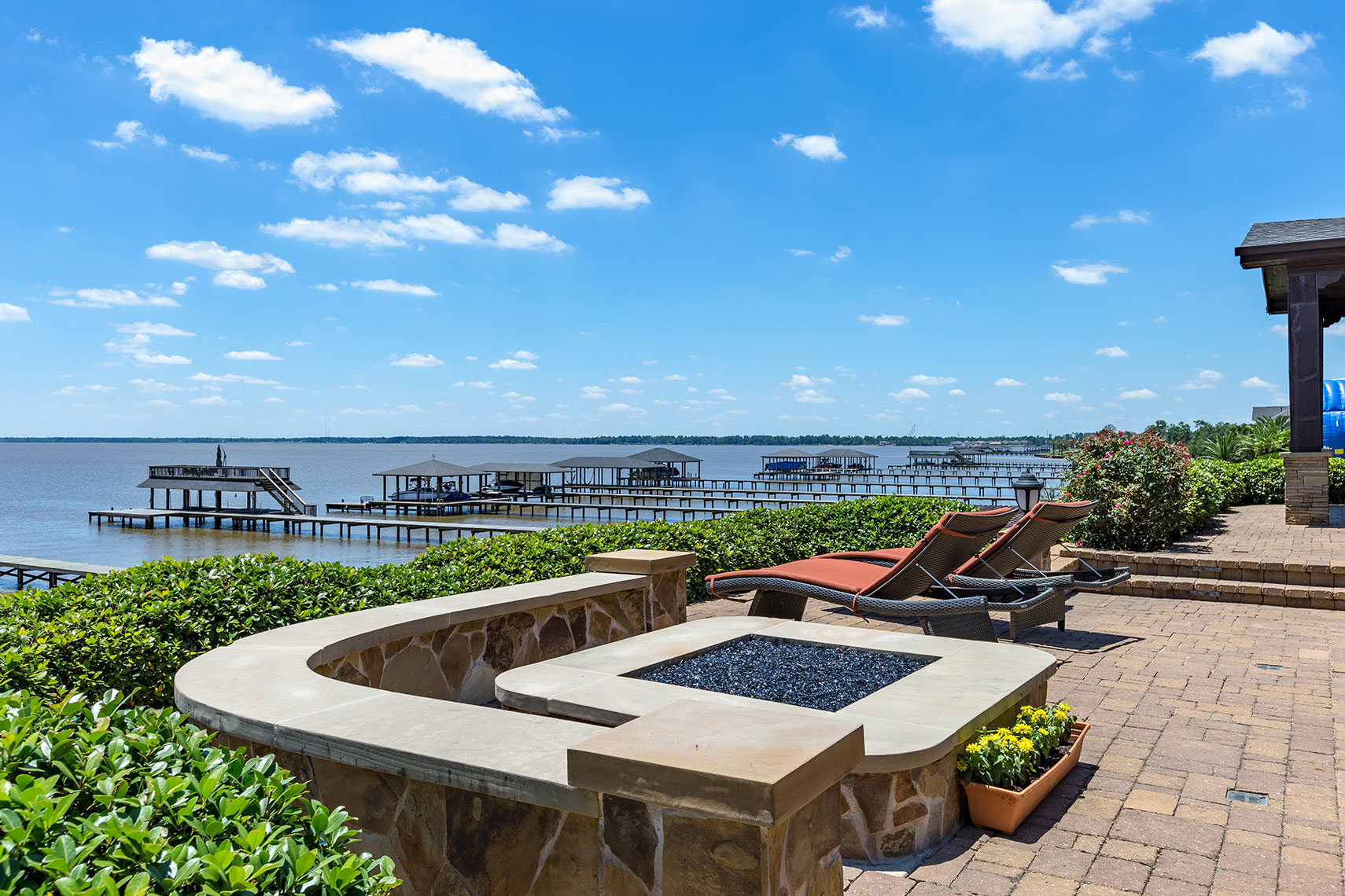Luxury-patio-view-of-Lake-Houston