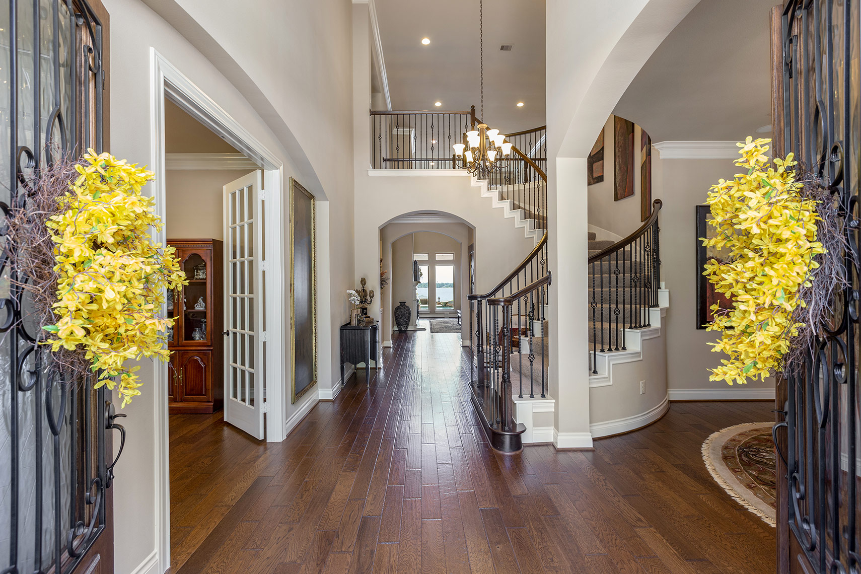 Elegant-home-entryway-in-Houston
