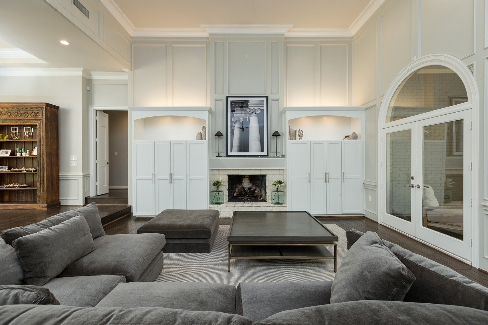 Luxury-living-room-with-custom-cabinets