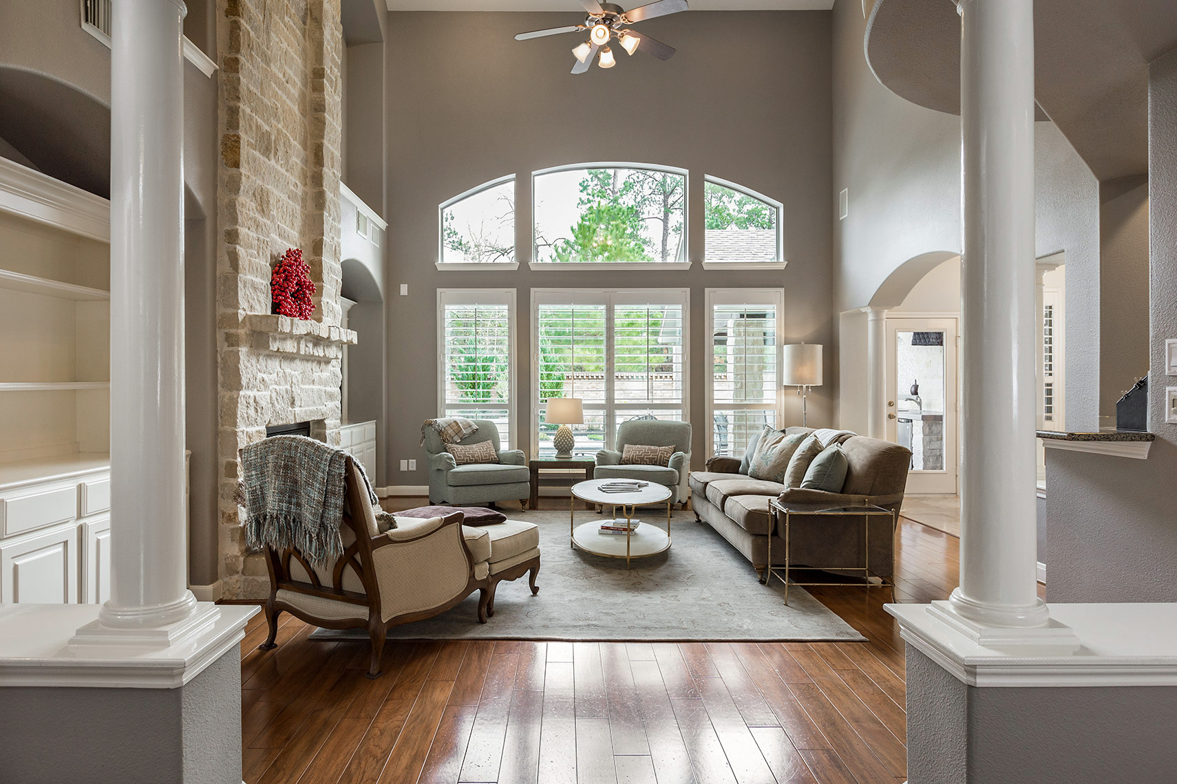 Luxurious-living-room-in-Kingwood-real-estate-photography
