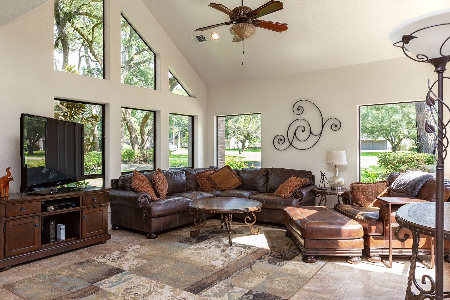 Gorgeous-formal-living-room-design-Kingwood-real-estate-photography